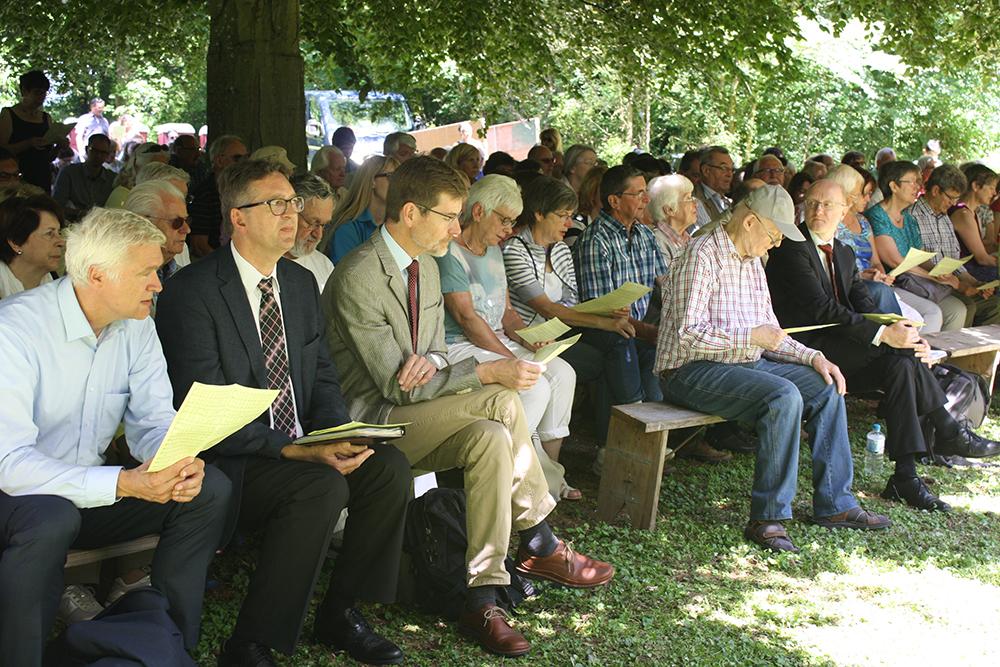 Im Gottesdienst mitgewirkt haben auch (vorne, v.l.): Pfarrer Jörn Contag, Pfarrer Christoph Schaaf, Superintendent Roland Rust und Pfarrer Gerold Vorländer (vorne, r.).
